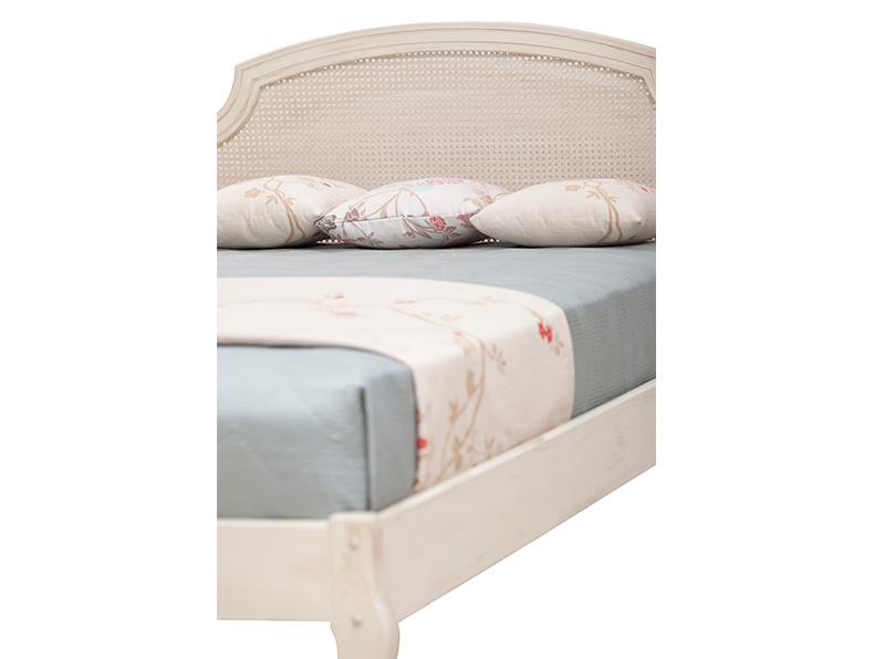Romantic-Twin-Bed3.jpg